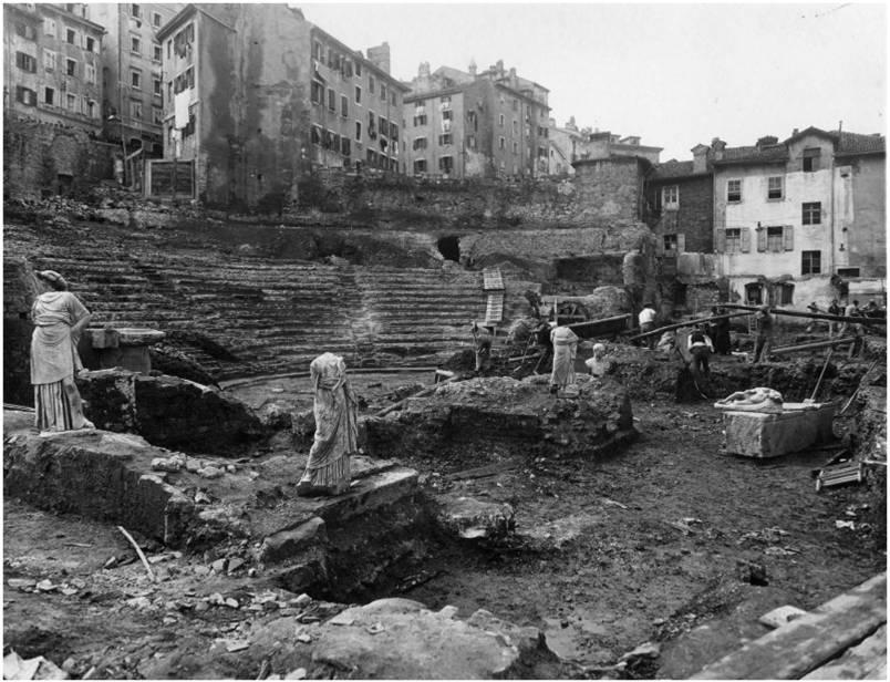 Bruce a trieste teatro romano trieste calling the boss - Bagno ferroviario trieste ...